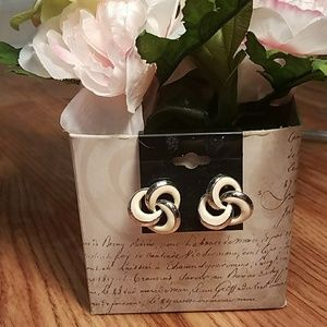 White Silver Colored Vintage Swirls Earnings